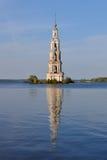 Belltower inundado en Kalyazin Fotografía de archivo