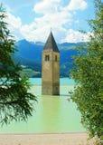 Belltower w jeziorze obrazy royalty free