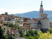 Belluno kyrkastad Italien Arkivfoto