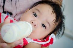 Belly-band del bebé Foto de archivo libre de regalías