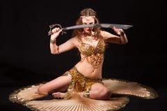 Bellydancer con la espada Imagen de archivo