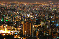 Belo Horizonte vid natt. Royaltyfri Fotografi
