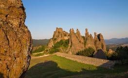 Belogradchik-Festungseingang und die Felsen Stockfoto