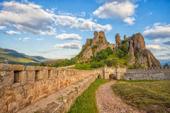 Belogradchik-Festungseingang und die Felsen Stockfotos