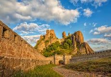 Belogradchik-Festungseingang und die Felsen Stockbild
