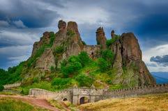 Belogradchik oscilla la fortezza, Bulgaria Fotografia Stock Libera da Diritti