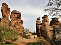 Belogradchik vaggar Bulgarien fotografering för bildbyråer