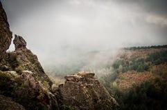 Belogradchikrotsen in de mist Royalty-vrije Stock Foto
