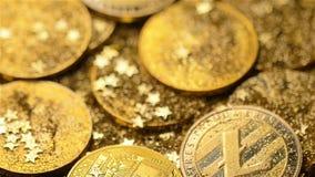Belongs modelo al dinero de Internet y caídas en macro del montón de las monedas metrajes