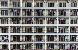 Belopp av liknande balkonger med att torka kläder arkivbilder