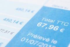 belopp i europengar med skatter på franskt räkningdokument royaltyfri fotografi