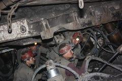 BELOVO,俄罗斯2015年7月17日:矿工在矿进行结构的设施地下 免版税库存照片