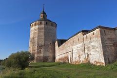 Belozerskaya (stora Merezhennaya) tornKirillo-Belozersky kloster i den Vologda regionen, Ryssland Royaltyfri Fotografi