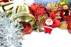 Bels douradas e decorações acessórias do dia de Natal. Imagens de Stock
