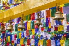 Bels e bandeiras da oração fotografia de stock