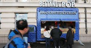 Beltane und Knall-Nahrungsmittel-LKW in London stock video