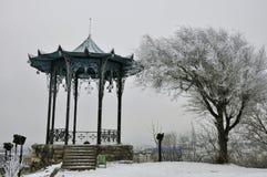 Belvédère chinois dans la neige pendant l'hiver Photo stock