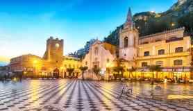 Belvédère d'église de Taormina et de San Giuseppe sur la place Piazza IX Aprile dans Taormina photos stock