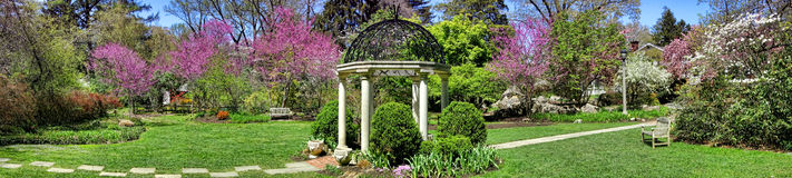 Belvédère de jardin de temple de jardins botaniques de parc de Sayen Photo libre de droits