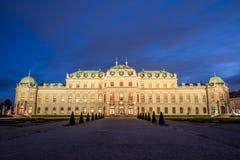 Belvédère de palais avec le marché de Noël à Vienne, Autriche image stock