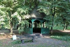 Belvédère en bois en parc Images libres de droits