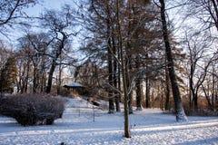 Belvédère en parc d'hiver Photos stock