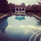 Belvédère et piscine image libre de droits