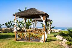 Belvédère sur la plage méditerranéenne, Paphos, Chypre Photographie stock