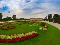 Belvedere de Schloss do parque do contraste da cor fotografia de stock royalty free