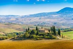 Belvedere di Podere vicino a Siena Italy nella fine dell'estate fotografie stock