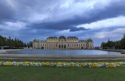 Belvedere Paleis in Wenen bij zonsondergang stock afbeelding