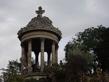 Belvedere von Sybil oder Tempel von Vesta am Buttes Chaumont -Park in Paris Lizenzfreies Stockfoto