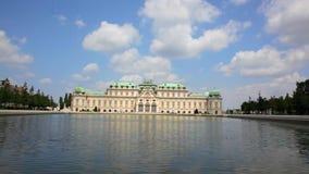 Belwederu pałac odbija w fontanny wodzie zbiory