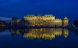 Belwederu pałac Wiedeń noc Zdjęcia Stock