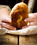 Belyash,与肉装填的发酵面团圆的肉馅饼 库存图片