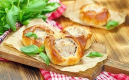 Belyashi ruso tradicional de las empanadas de carne foto de archivo