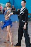 Belyavskiy Vladislav och Belan Dariya Perform Youth Latin-American Program Royaltyfri Bild