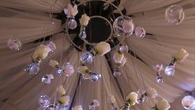 Belysningdekor, kula Glass pärlor glass pärlor hänger på taket glass bollar som garnering som hänger på Fotografering för Bildbyråer