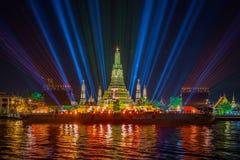 Belysningeffekter på Wat Arun Temple i natten, Bangkok, Thail Royaltyfri Bild