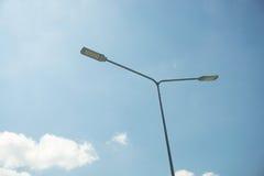 Belysningpol med blå himmel Royaltyfria Foton