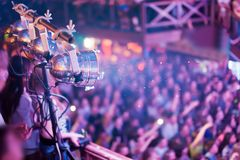Belysningsutrustning på konserten Arkivbilder