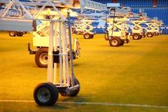 Belysningsystem för växande gräs på fotbollsarena Royaltyfri Bild