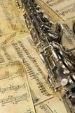 bemärker den gammala saxofonen Royaltyfria Bilder
