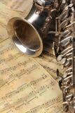 bemärker den gammala saxofonen Fotografering för Bildbyråer