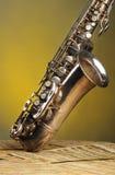 bemärker den gammala saxofonen Arkivfoto