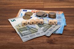 Bem-estar básico Solidarisches alemão Grundeinkommen Hartz IV do subsídio de desemprego da renda do sinal fotografia de stock
