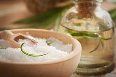 Ajuste dos termas com sal e sabão de banho imagens de stock