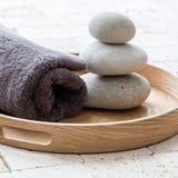 Bem-estar e conceito da meditação sobre seixos do shui do feng Foto de Stock