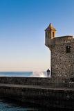 Bemanna att se havet från Bateria de Santa Barbara, Tenerife Arkivfoton