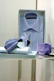 bemannar slipsskjortor royaltyfri bild